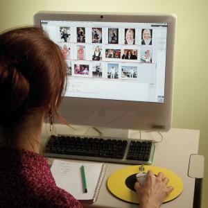 Iconographe au travail : choix des images en ligne